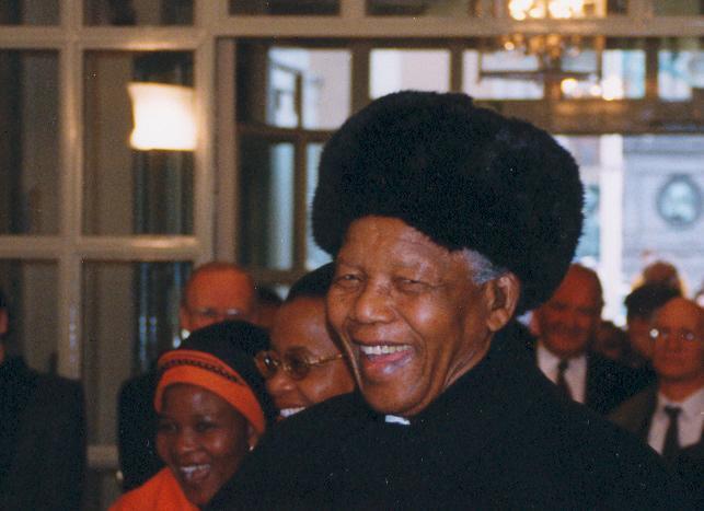 Nelson Mandela på utrikesdepartementet vid mötet med Falu Fredskör. Foto: Per Eklund